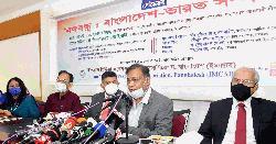 'গোপনে নয়, বিএনপি নেতাদের জনসম্মুখে টিকা নেওয়া উচিত'