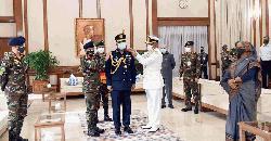 র্যাঙ্ক ব্যাজ পরলেন নবনিযুক্ত বিমানবাহিনী প্রধান