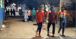 দিনে কড়াকড়ি:  রাতে পাড়া-মহল্লায় আড্ডা