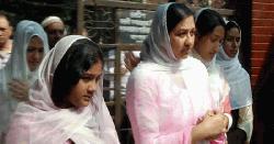 খালেদা জিয়াকে দেখতে ঢাকায় শর্মিলা রহমান